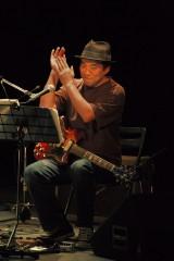 『あまちゃん サウンドトラック レコ発LIVE』の模様(写真は作曲者・大友良英氏)
