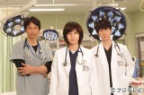 フジテレビ系ドラマ『救命病棟24時』に出演する松嶋菜々子(中央)、時任三郎(左)、佐々木蔵之介(右)