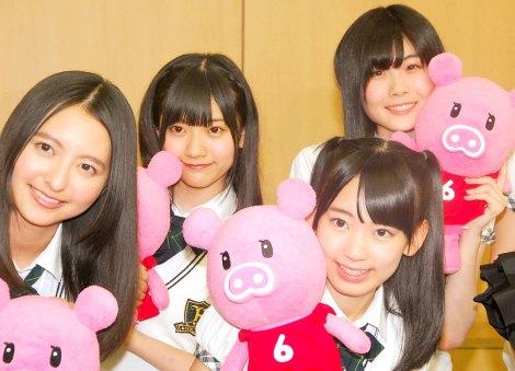 HKT48(後列左から)山田麻莉奈、谷真里佳、(前列左から)森保まどか、宮脇咲良=『HKT48のおでかけ!』取材会 (C)ORICON NewS inc.