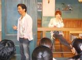 (左から)DREAMS COME TRUE・中村正人とイベントの司会を務めた坂上みき=『ドリカムアイスコーヒーカフェ featuring バリスタ』のオープニングイベント (C)ORICON NewS inc.