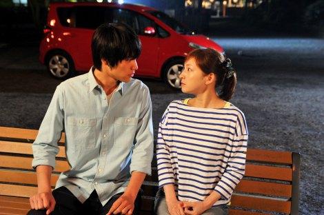 第2話の見どころは佐和子と星男の初デート! フジテレビ系火10『スターマン・この星の恋』(C)関西テレビ