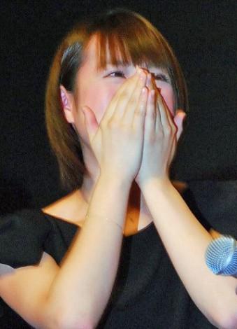 主演映画『爆心 長崎の空』初日舞台あいさつで涙する北乃きい (C)ORICON NewS inc.