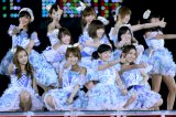 初の5大ドームツアー『AKB48 2013真夏のドームツアー〜まだまだ、やらなきゃいけないことがある〜』の初日を迎えたAKB48グループ (撮影:羽禰田直子)