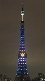 ドラえもんカラーに点灯した東京タワー (C)ORICON NewS inc.