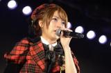 篠田卒業に涙を流す高橋みなみ=東京・秋葉原のAKB48劇場の公演の模様(C)AKS