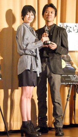 映画『さよなら渓谷』大ヒット御礼舞台あいさつに出席した(左から)真木よう子、大西信満 (C)ORICON NewS inc.