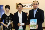 左から伊藤蘭、水谷豊、松井一實市長