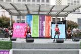 田中れいな(右から2人目)率いるLoVendoЯが米サンフランシスコのユニオンスクエアでライブを行った
