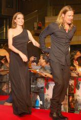 仲睦まじく、手をつなぐ姿も…(左から)アンジェリーナ・ジョリー、ブラッド・ピット=映画『ワールド・ウォーZ』ジャパン・プレミア (C)ORICON NewS inc.