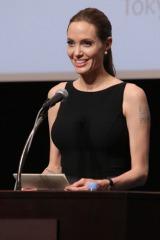 UNHCR(国連難民高等弁務官)特使として国連大学でスピーチを行ったアンジェリーナ・ジョリー