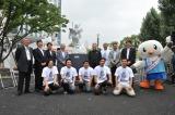 ガンダムの大理石像『REIMEI white dawn』お披露目イベントに参加した制作チームの藝大生、ゆりーと (C)創通・サンライズ