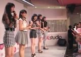 メジャーデビュー曲の発売記念ミニライブ&握手会を開催したJuice=Juice。(左から)宮崎由加(19)、高木紗友希(16)、宮本佳林(14)、金澤朋子(18)、植村あかり(14)。(C)De-View