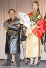 映画『アイアン・フィスト』の記念イベントに出席した(左から)具志堅用高、 紅蘭 (C)ORICON NewS inc.