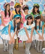 AKB研究生7人組ユニット・てんとうむChu!(前列左から)西野未姫(AKB48)、小嶋真子(AKB48)、岡田奈々(AKB48)(後列左から)北川綾巴(SKE48)、田島芽瑠(HKT48)、朝長美桜(HKT48)渋谷凪咲(NMB48) (撮影:高橋直子)