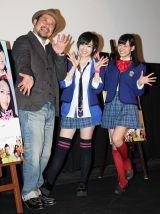 『NMB48 げいにん! THE MOVIE お笑い青春ガールズ!』の舞台挨拶に登壇したケンドーコバヤシ、NMB48の山本彩、渡辺美優紀(C)De-View