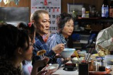スーパーの惣菜売り場で40年働き、古女房と息子夫婦や娘、孫らと暮らす大家族の主、重田(國村隼)の正体は…!?=『スターマン・この星の恋』第5話(C)関西テレビ