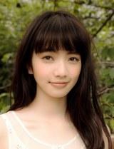 オーディションで抜擢されヒロインを演じる新人・小松菜奈