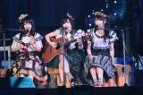 「太宰治を読んだか?」(左からNMB48山田菜々、山本彩、AKB48横山由依)