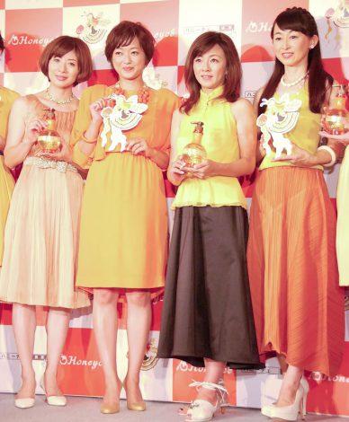 新ヘアケア商品『Honeyce』発売記念イベントに出席した(左から)富永美樹、大神いずみ、永井美奈子、松本志のぶ (C)ORICON NewS inc.