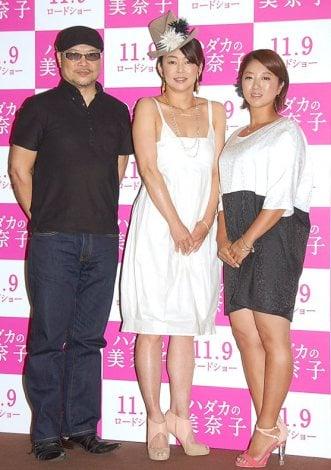 映画『ハダカの美奈子』製作発表記者会見に出席した(左から)森岡利行監督、中島知子、美奈子 (C)ORICON NewS inc.
