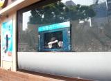 店外から見えるガラス越しの貞子=『貞子ときっとク〜ルシェ〜キ』発売記念イベント (C)ORICON NewS inc.