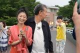 唇をとがらすアッコさんを尻目に、壇蜜を連れてどこかに行ってしまう高田純次(C)中京テレビ