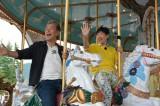 年齢制限のないメリーゴーランドでお姫様気分を満喫するアッコ(C)中京テレビ