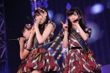 『AKB48 2013真夏のドームツアー』大阪公演の模様(写真左から小嶋真子、西野未姫、岡田奈々) (C)AKS
