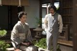 「結婚するなら日本人的でない女性がいい」と言うアメリカ帰りの襄は、ある日、突然、八重(綾瀬はるか/左)に結婚を申し込む=8月25日放送『八重の桜』第34回より(C)NHK