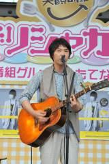 赤坂サカスでミニライブを行った近藤晃央