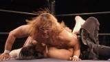 新日本プロレスの棚橋弘至、後藤洋央紀両選手が出演中のCM『Zoff SMART2 プロレス篇』より