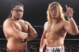 『Zoff SMART2』の新CMに出演する、新日本プロレスの(左から)後藤洋央紀、棚橋弘至両選手