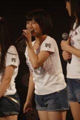 田島とともに2ndシングルのセンターに抜てきされた研究生・朝長美桜 (C)AKS