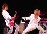 活動休止前ラストライブ 『SOPHIA TOUR 2013 未来大人宣言』最終公演を行ったSOPHIA(左から)黒柳能生、松岡充 (C)ORICON NewS inc.