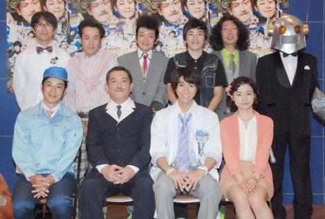 (前列左から)西野亮廣、後藤ひろひと、相葉裕樹、木下美咲(後列左から)久ヶ沢徹、坂田聡、津村知与支、村上純、マンボウやしろ