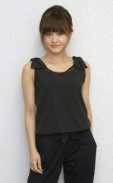 笑顔を絶やさずインタビューに応じたミュージカル女優・昆夏美