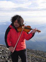 富士山頂で代表曲を生演奏したバイオリニスト・葉加瀬太郎