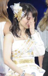 秋元才加の卒業セレモニーで号泣する大島優子(撮影:鈴木かずなり)