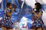 新公演発表に興奮気味の高橋みなみ(左)と大島優子(C)AKS