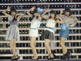 5thシングル「ヒリヒリの花」を初披露したNot yet(左から)横山由依、指原莉乃、大島優子、北原里英(撮影:鈴木かずなり)