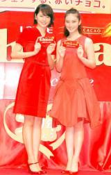 鮮やかな赤のドレスで登場した(左から)長澤まさみ、武井咲 (C)ORICON NewS inc.