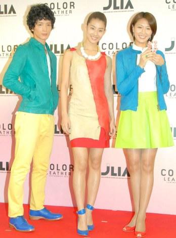 『レザーニスト2013』発表会に出席した(左から) 渡部豪太、すみれ、浅尾美和 (C)ORICON NewS inc.