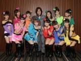 『12期メンバー「未来少女」オーディション』開催を発表時のつんく♂とモーニング娘。