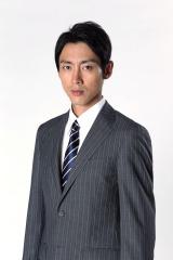 殉職した父親に屈折した心情を抱えている役どころ(C)テレビ東京