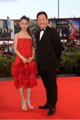 ベネチア国際映画祭のレッドカーペットに瀧本美織とスタジオジブリ・星野康二社長が登場