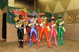 変身後の『獣電戦隊キョウリュウジャー』(左から)キョウリュウブラック、キョウリュウブルー、キョウリュウレッド、キョウリュウピンク、キョウリュウグリーン