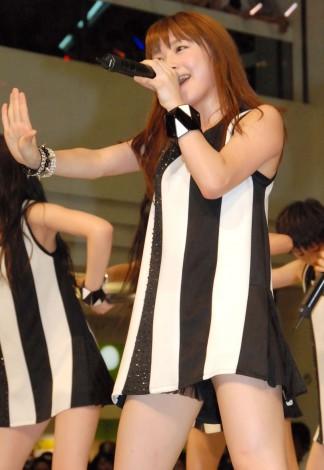 新曲「わがまま 気のまま 愛のジョーク/愛の軍団」発売記念イベントを行ったモーニング娘。 (C)ORICON NewS inc.