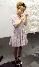 現代アート展『光のイリュージョン「魔法の美術館」〜Art in Wonderland〜』の内覧会後取材会に出席した辻希美 (C)ORICON NewS inc.