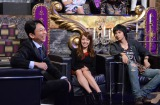 『有吉反省会』で結婚していたことを発表した元AKB48川崎希(中央)と夫(右) (C)日本テレビ