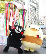 過去グランプリの(左から)くまモン&バリィさんも応援!=『ゆるキャラグランプリ 2013』開始記念イベント (C)ORICON NewS inc.